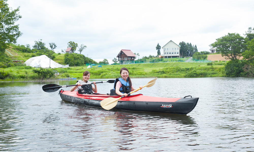 日本自然百選のブナ林に囲まれながらのカヌー体験