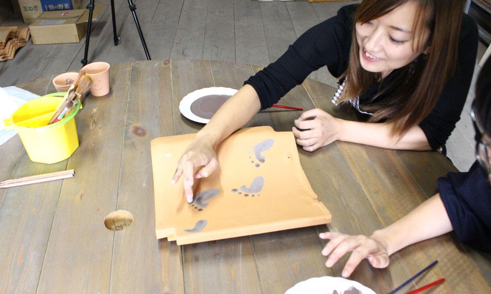 結婚の記念に 瓦粘土の表札&瓦とタンブラーに絵付け&小物作り体験の体験写真
