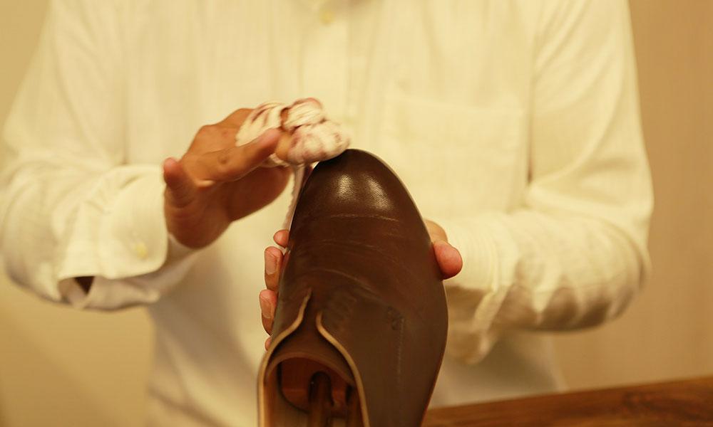 職人による靴磨き体験